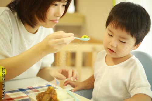 Fotografie, Obraz  野菜を嫌がる子供