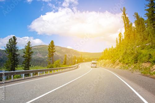 Foto auf Leinwand Honig highway in mountains