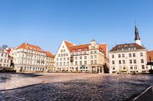 Town Hall Square (Raekoja Plats) In Tallinn, Estonia. Beautiful Old Town View In Summer With Restaurants And Cafes.