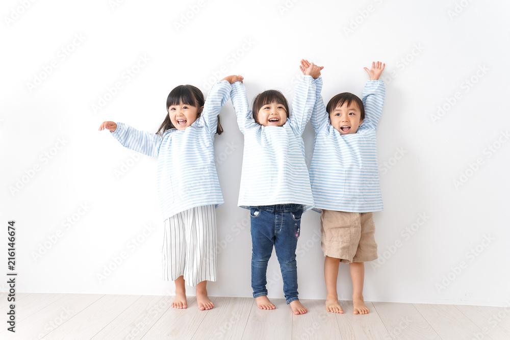 Fototapety, obrazy: 仲良しの子どもたち