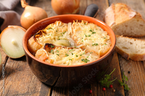 Fototapeta onion soup with bread and cheese obraz