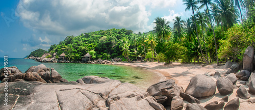 Keuken foto achterwand Tropical strand Beautiful tropical beach at exotic island with palm trees