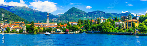 Photo Stands Lake Scenic lake Lago Maggiore. view of charming town Pallanza. North of Italy