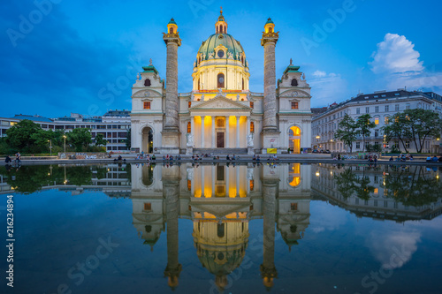 In de dag Wenen Twilight at St. Charles Church in Vienna, Austria