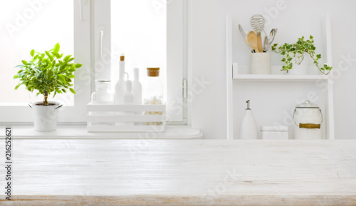 Fotografía  Empty table board and defocused modern kitchen window background concept
