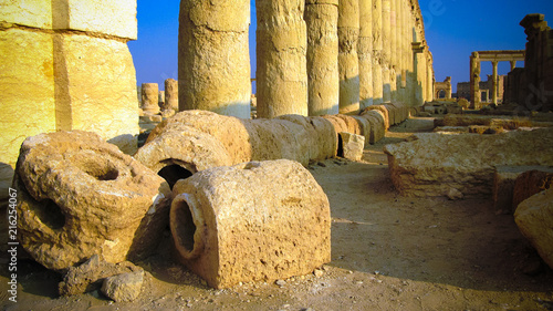 Fotografie, Tablou Ruins of ancient aqueduct and Palmyra columns, ancient city, destroyed now, Syri