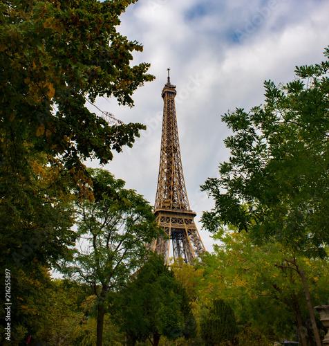 Deurstickers Eiffeltoren Eiffel Tower surrounded by autumnal trees