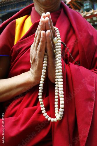 Stampa su Tela Hand of monk holding  buddhist rosary-mala-nenju