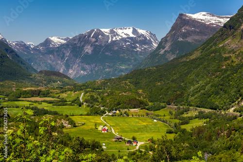 Foto auf Gartenposter Skandinavien Norwegian green valley