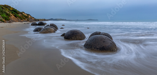 Photo Morning at the Beach with the Moeraki Boulders in New Zealand