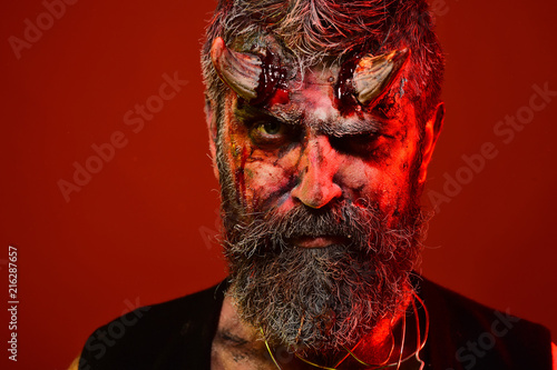 Láminas  Halloween man devil frown on red background