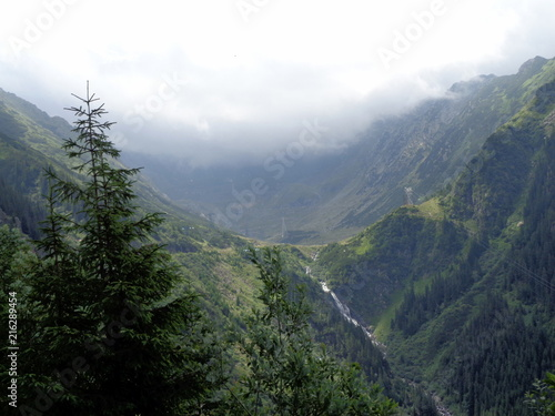 Poster Wit Mountain top landscape