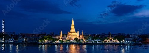 Canvas Print Wat Arun temple at Magic Hour Time, Bangkok, Thailand