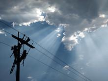 Power Lineman Maintain High-st...