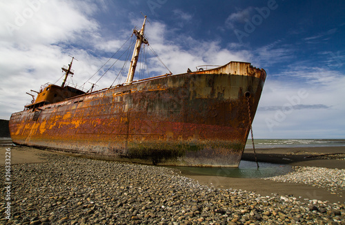Poster Naufrage Rusty shipwreck photographed in the south of Argentina