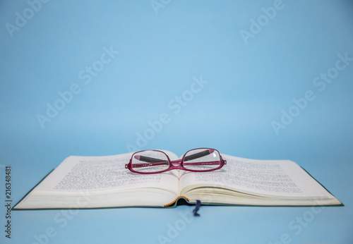 Cuadros en Lienzo 돋보기 안경과 책