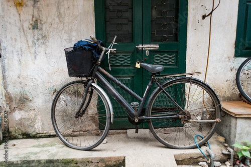 Foto op Plexiglas Fiets old bicycle in Hanoi, Vietnam.