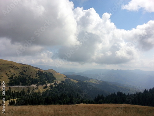 Poster Blauwe hemel Beautiful mountain landscape