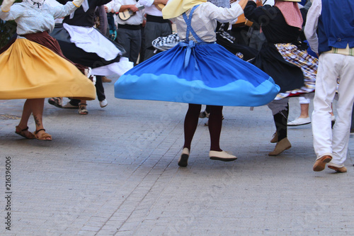 Fotografia  Swinging skirts of local dancers in traditional Canarian dresses at a public fes