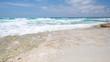 Traumhaft schöne Brandung und Meer Panorama Hintergrund Traumstrand in 4K