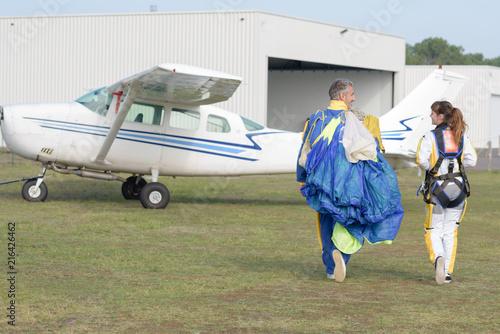 Obraz na plátně skydivers preparing to jump