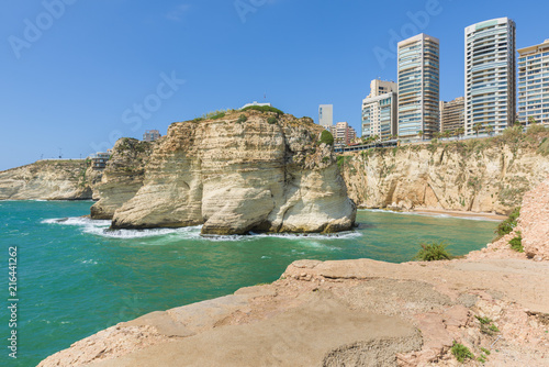 Raouche, Pigeon's rock and cave, a touristic icon rock cliff in Beirut, Lebanon Fotobehang
