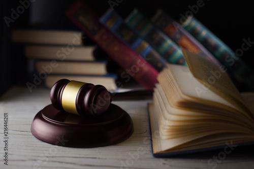 Obraz na plátně  Wooden hammer on the books background