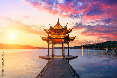 Photo  Hangzhou west lake jixian pavilion at sunset