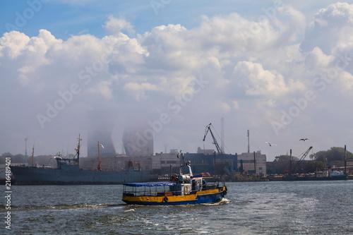 Fotobehang Poort Pesenger boat in the Baltic Sea