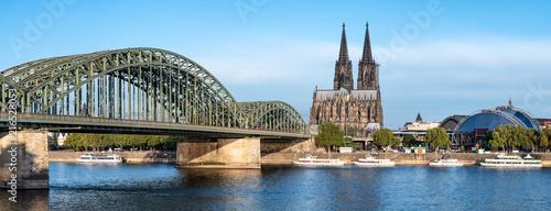 Hohenzollernbrücke und Dom in Köln