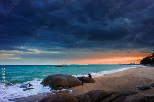Foto op Plexiglas Asia land Landscape of sea with dramatic wave and rock in sunset.