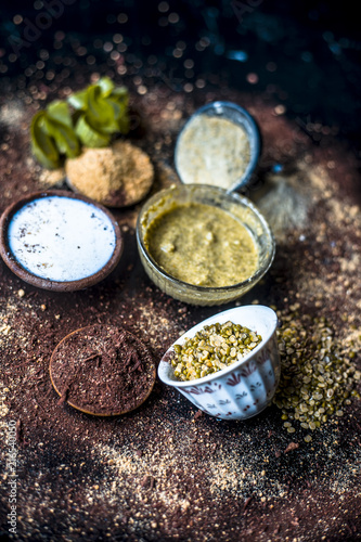 Fotografia  Ayurvedic face pack or ubtan of moong dal or green lentil or mung dal with dried orange peel powder, chandan powder or sandal wood powder, milk and aloe vera gel on wooden surface