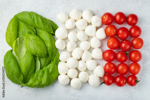 Fotomural Italian flag made with Tomato Mozzarella and Basil