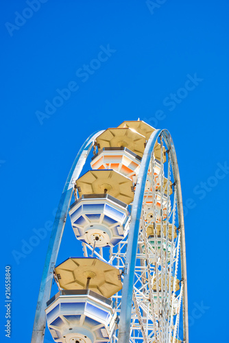 Foto op Plexiglas Amusementspark Amusement Park - Ferris Wheel - Summertime - Abstracted View
