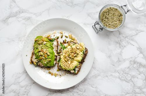 Fotografía Healthy avocado toasts