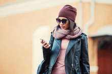 Young Fashion Woman In Black L...