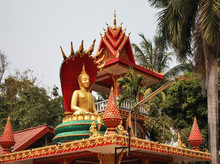 Wat That Luang Tai Temple In V...