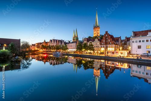Foto op Plexiglas Europa Altstadt von Lübeck bei Nacht