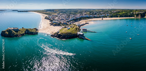 Tableau sur Toile Aerial drone view of a picturesque and colorful coastal holiday town (Tenby, UK)