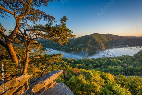 Fotografía  Sunset view of the Potomac River, from Weverton Cliffs, near Harpers Ferry, West Virginia