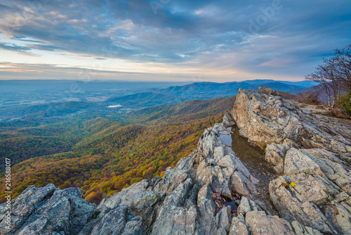 Slika na platnu Autumn sunset view from Little Stony Man Cliffs, along the Appalachian Trail in