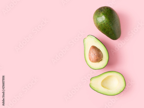 Poster Cuisine Half and full raw avocado minimalism pastel