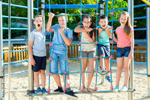 Staande foto Hoogte schaal Five kids posing at the playground together