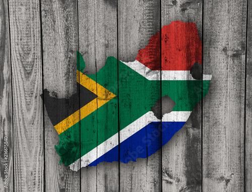 In de dag Zuid Afrika Karte und Fahne von Südafrika auf verwittertem Holz