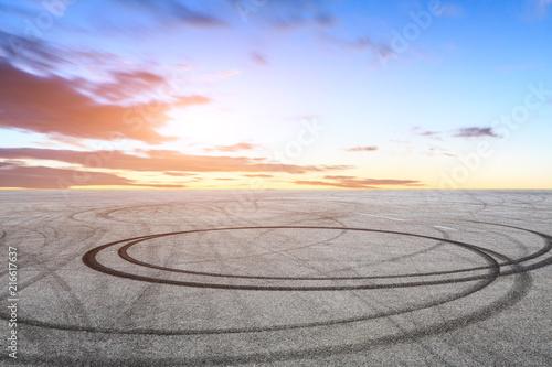 Photo Car drift asphalt square scene at sunrise