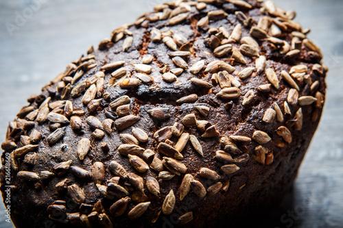 Láminas  closeup tasty homemade rectangular black bread