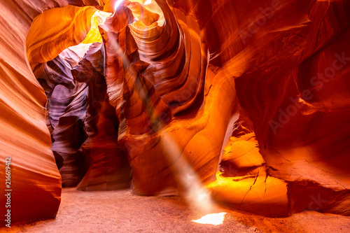 La pose en embrasure Rouge mauve Upper Antelope Canyon