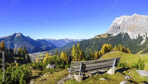 Fotografie, Obraz  herrlicher Platz mit Aussicht auf Ehrwald und Zugspitze
