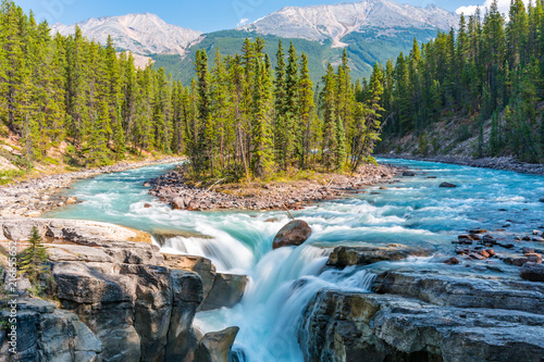 Photo Stands Forest river Sunwapta Falls, Rocky Mountains Canada