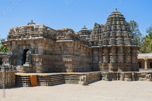 Staande foto Temple The 13th century Channakeshava, or Hoysalakesava, temple at Somnathpur in Karnataka, renowned for its carvings. It was built from soapstone which is initially optimally soft for carving